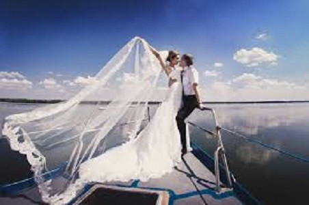 luxury yacht charters romantic
